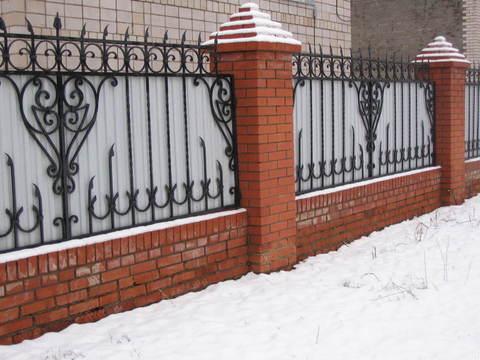 Кованый забор с профнастилом N-9