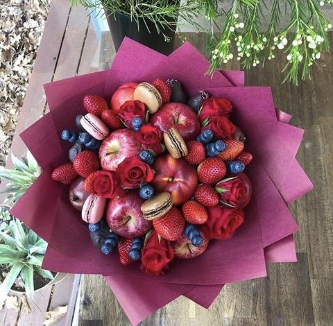 Букет из фруктов и макарун #19151