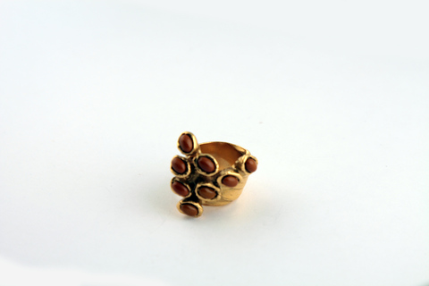 Оригинальное кольцо с коричневыми вставками от Yves Saint Laurent