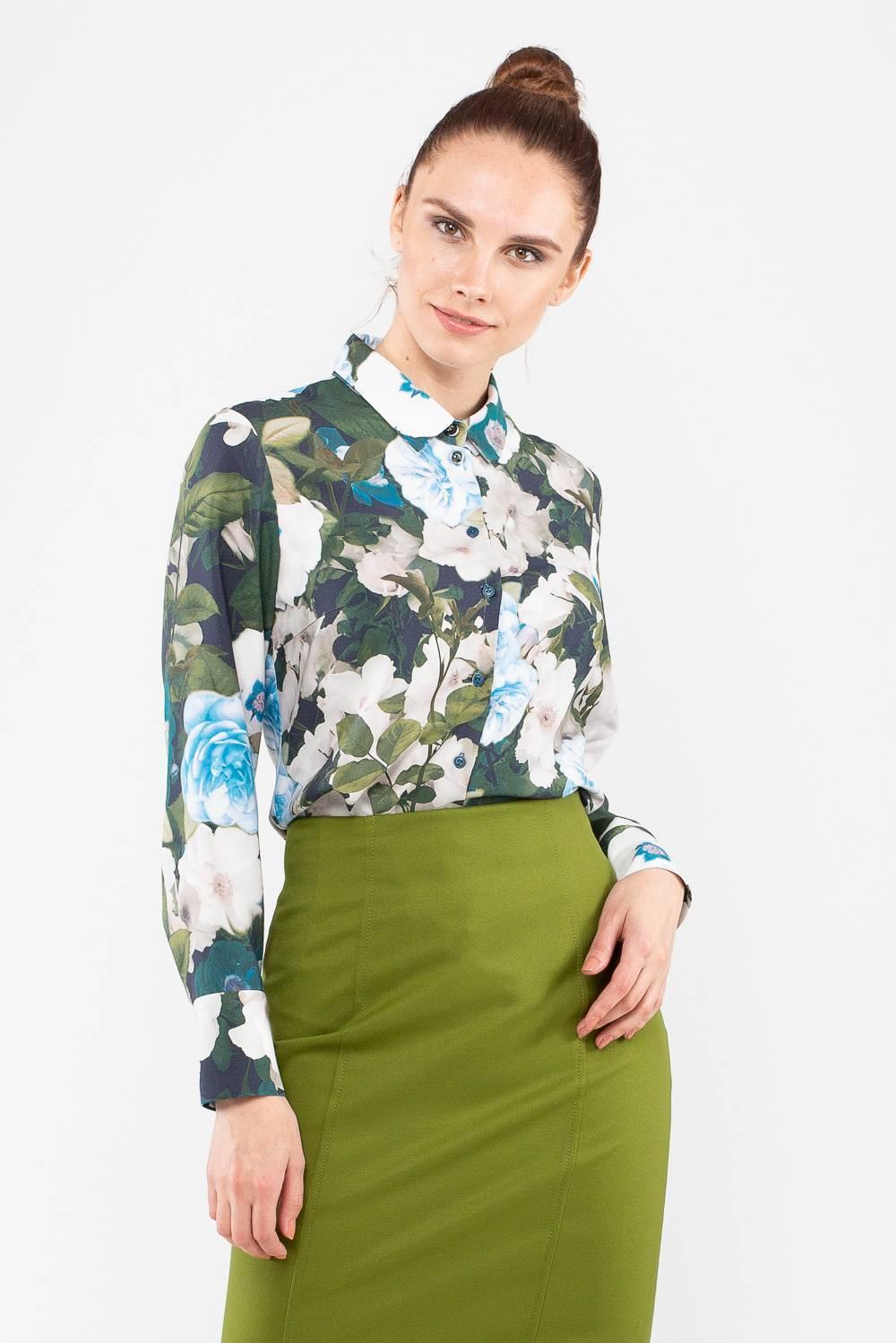 Блуза Г689-582 - Блуза из натуральной вискозы, украшенная очаровательным цветочным принтом, станет основой женственного современного образа. Модель с аккуратным воротником и высокими манжетами, застегивается на аккуратные пуговицы. Блуза хорошо сочетается со строгими юбками, но при желании легко дополнит джинсы или другой неформальный низ.