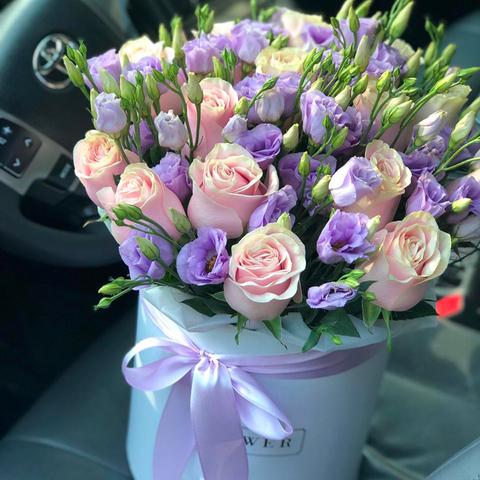 Розы и Эустома в коробке