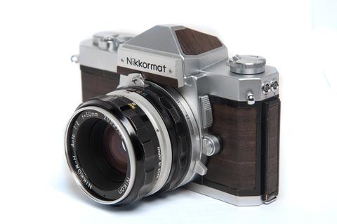 Фотокамера пленочная Nikkormat FTn с объективом Nikkor H Auto 50 мм