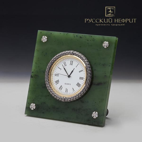 Нефритовые часы. Реплика К. Фаберже.