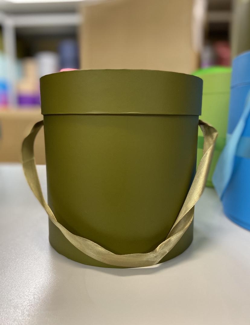Шляпная коробка эконом вариант 18 см . Цвет: Болотный . Розница 300  рублей .