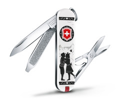 /collection/victorinox-2/product/nozh-perochinnyy-victorinox-classic-alps-love-06223l1801-58-mm-7-funktsiy-belyy
