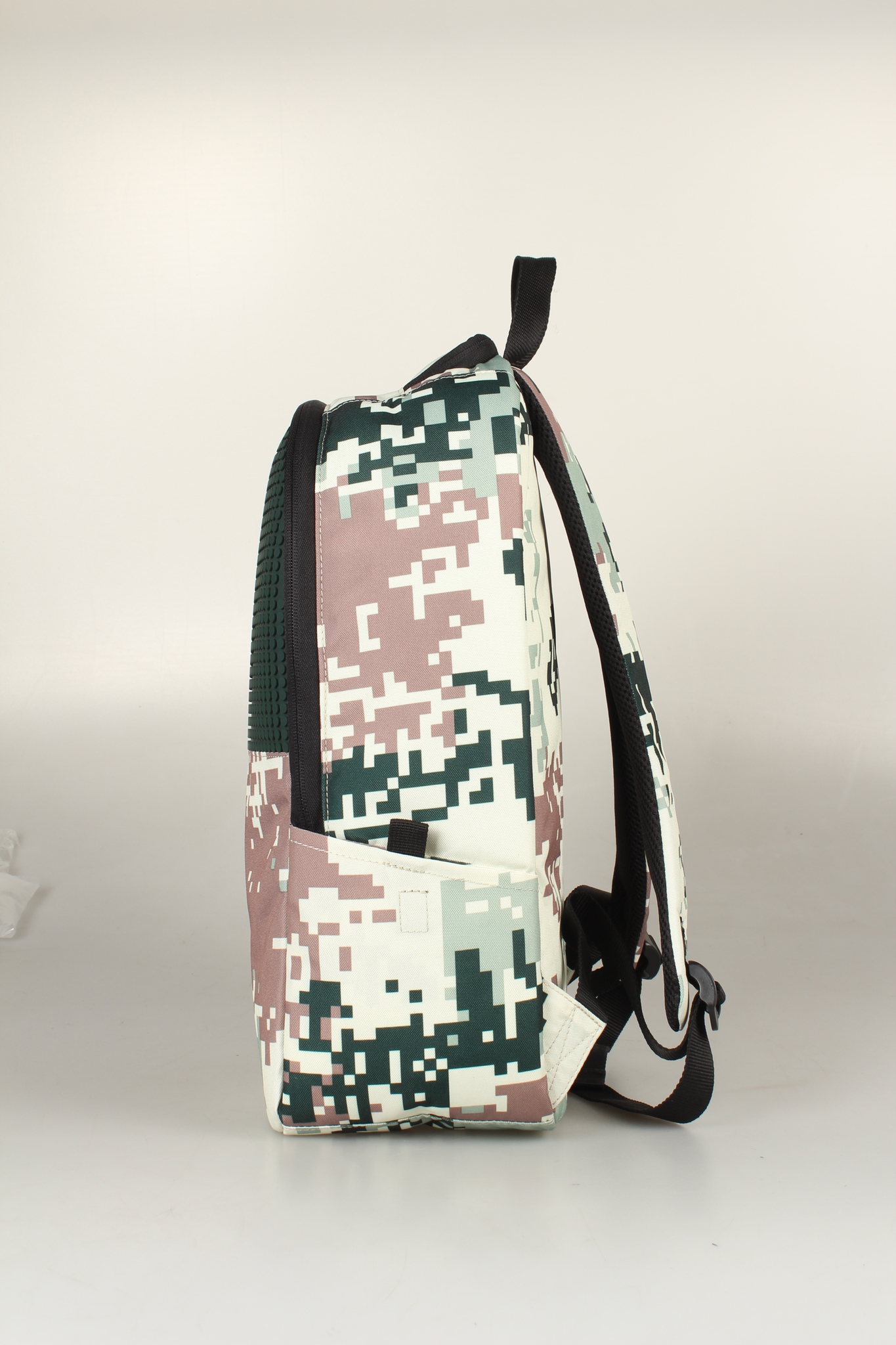 Школьный пиксельный рюкзак Camouflage черно-коричневый вид сбоку