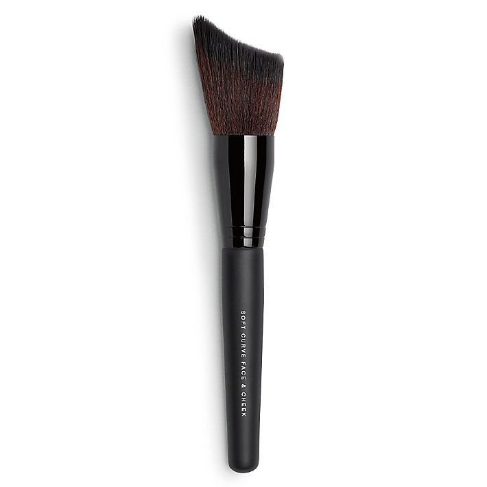 Кисть для контурирования Soft Curve Face & Cheek Brush