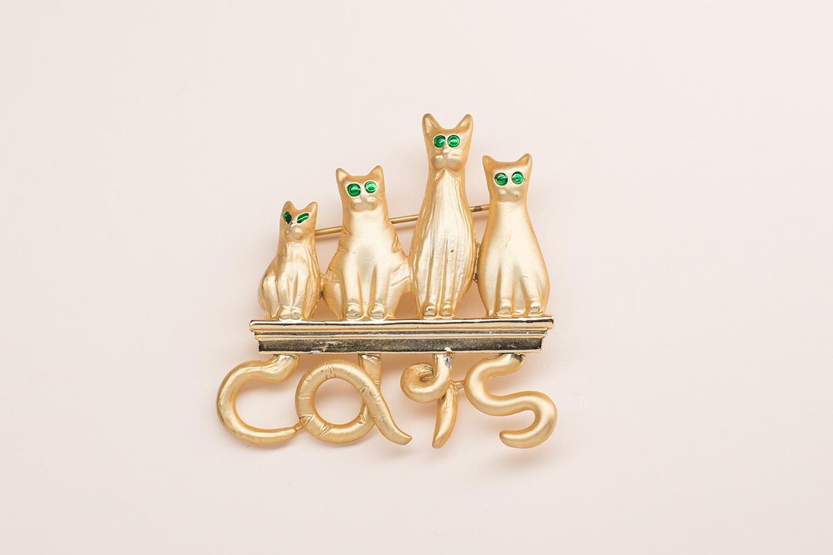 Чудесная брошь Cats от JJ.
