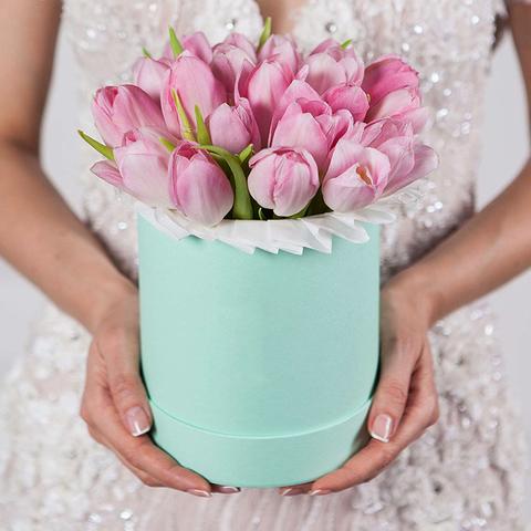 Шляпная коробка с розовыми тюльпанами GREEN