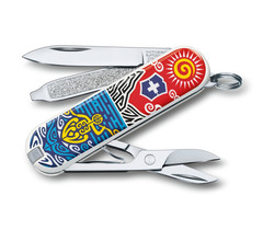 /collection/victorinox-2/product/nozh-perochinnyy-victorinox-classic-new-zealand-06223l1806-58-mm-7-funktsiy