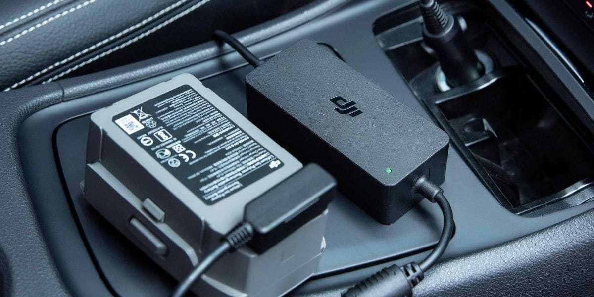 Автомобильное зарядное устройство DJI Mavic 2 Car Charger (Part11) в машине