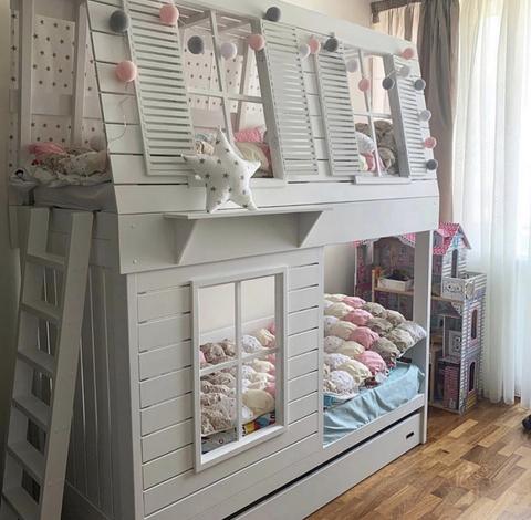 Двухъярусная кроватка для девочки