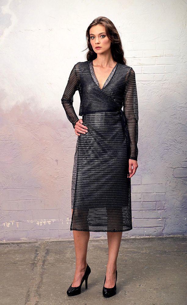 Платье З343а-454 - Потрясающий комплект из трикотажного платья-футляра с глиттерным напылением и ассимметричного длинного кардигана из трикотажа крупной вязки с эффектом кольчуги. Обе вещи можно носить вместе и по-отдельности. Это истинно дизайнерская вещь, которая сразу привлечет к вам внимание окружающих.