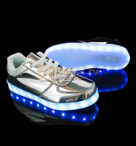 Светящиеся кроссовки с USB зарядкой Fashion (Фэшн) на шнурках, цвет серебряный, светится вся подошва. Изображение 4 из 6.