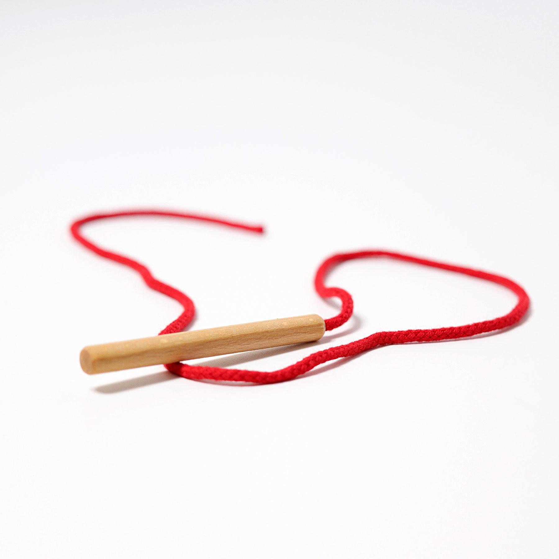 Игла деревянная с нитью (Grimms)