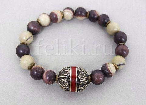 коричневый браслет из натурального нефрита с металлической бусиной в этничком стиле
