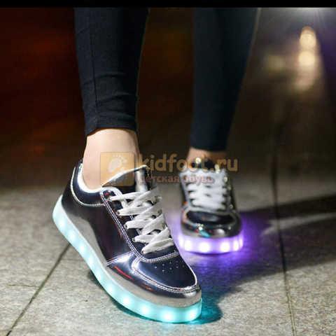 Светящиеся кроссовки с USB зарядкой Fashion (Фэшн) на шнурках, цвет серебряный, светится вся подошва. Изображение 6 из 6.