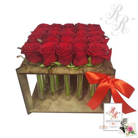 25 красных роз в пробирке