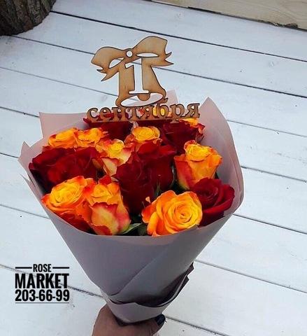Букет из 17 роз с оформлением и топпером #1861