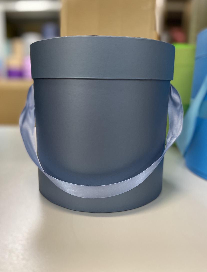 Шляпная коробка эконом вариант 18 см . Цвет: Металлик . Розница 300  рублей .