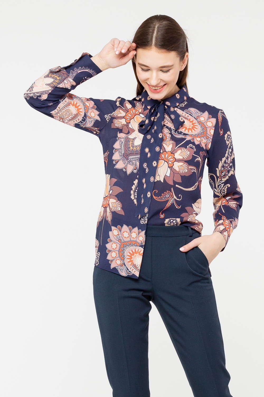 Блуза Г689в-782 - Оригинальный цветочный принт, украсивший представленную блузу, привлекает внимание продуманной цветовой гаммой и необычными узорами. Модель прямого силуэта с высокими манжетами. Дизайн воротника удачно обыгран при помощи длинной ленты-галстука, позволяющей создавать интересные узлы или банты. Блуза украсит своим присутствием и юбку, и брюки.