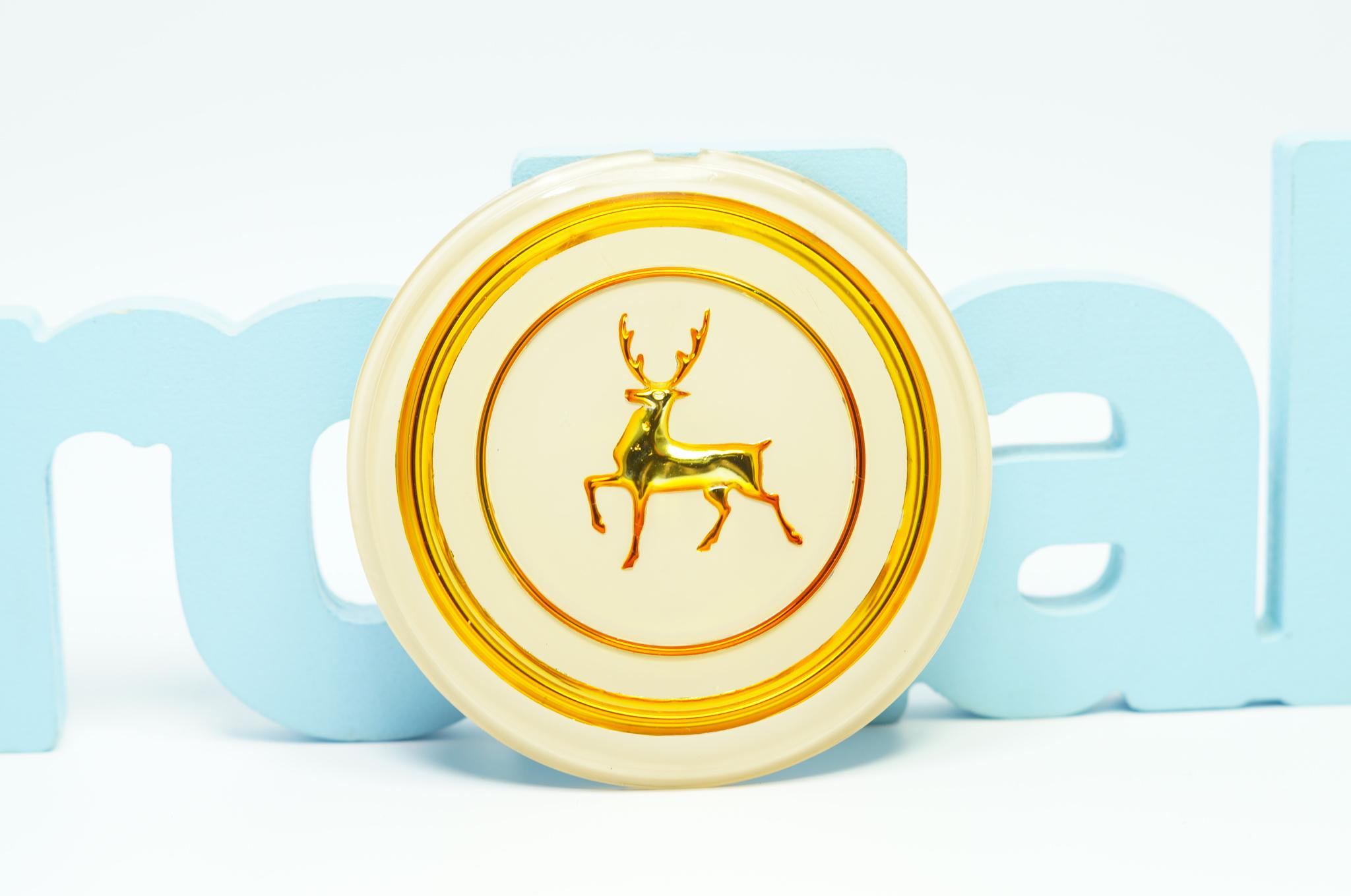 Эмблема рулевого колеса золото Газ 21 2 серии
