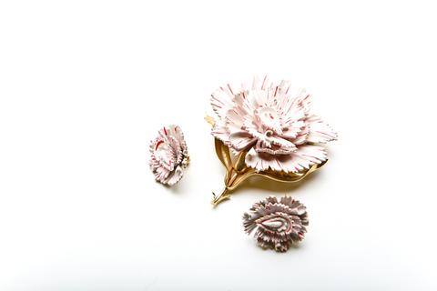Нежные клипсы и брошь «Цветы» с эмалью от Trifari