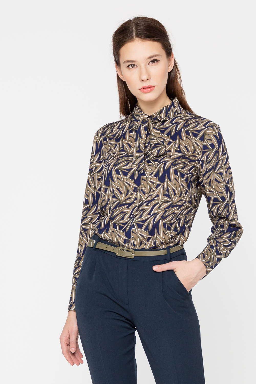 Блуза Г689в-786 - «Офисный» – не значит «скучный»! Это утверждение доказывает классическая блуза, украшенная растительным принтом в осенней цветовой гамме: бежевый, коричневый, синий цвета создают благородное и запоминающееся сочетание.Наличие в составе ткани эластана говорит о таком качестве модели, как комфорт – блузка отлично сидит на фигуре и имеет аккуратный вид в течение всего дня, что так важно в условиях активной современной жизни.