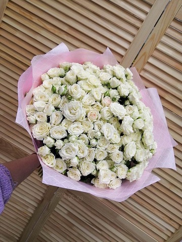 Букет из 51 кустовой розы в оформлении #2323