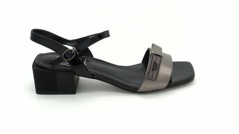 Серебряные босоножки на устойчивом каблуке