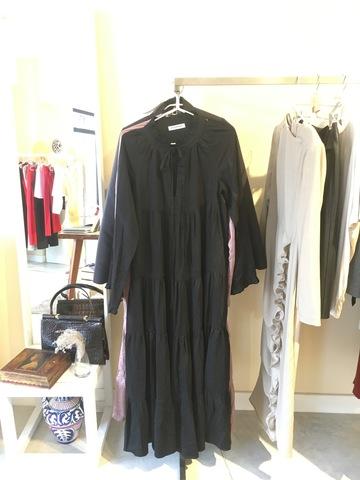 Многоярусное чёрное платье