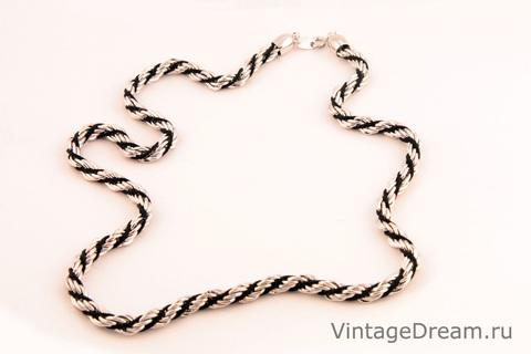 Элегантная цепочка серебреного цвета с черным от Trifari