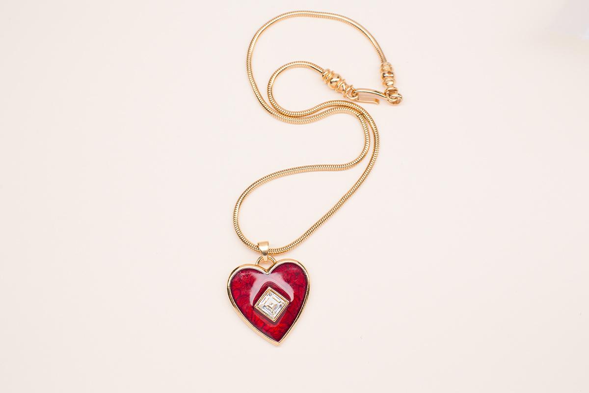 Винтажное колье «Алое сердце» от YSL