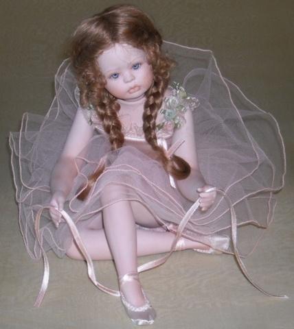 Кукла фарфоровая коллекционная Marigio Sara