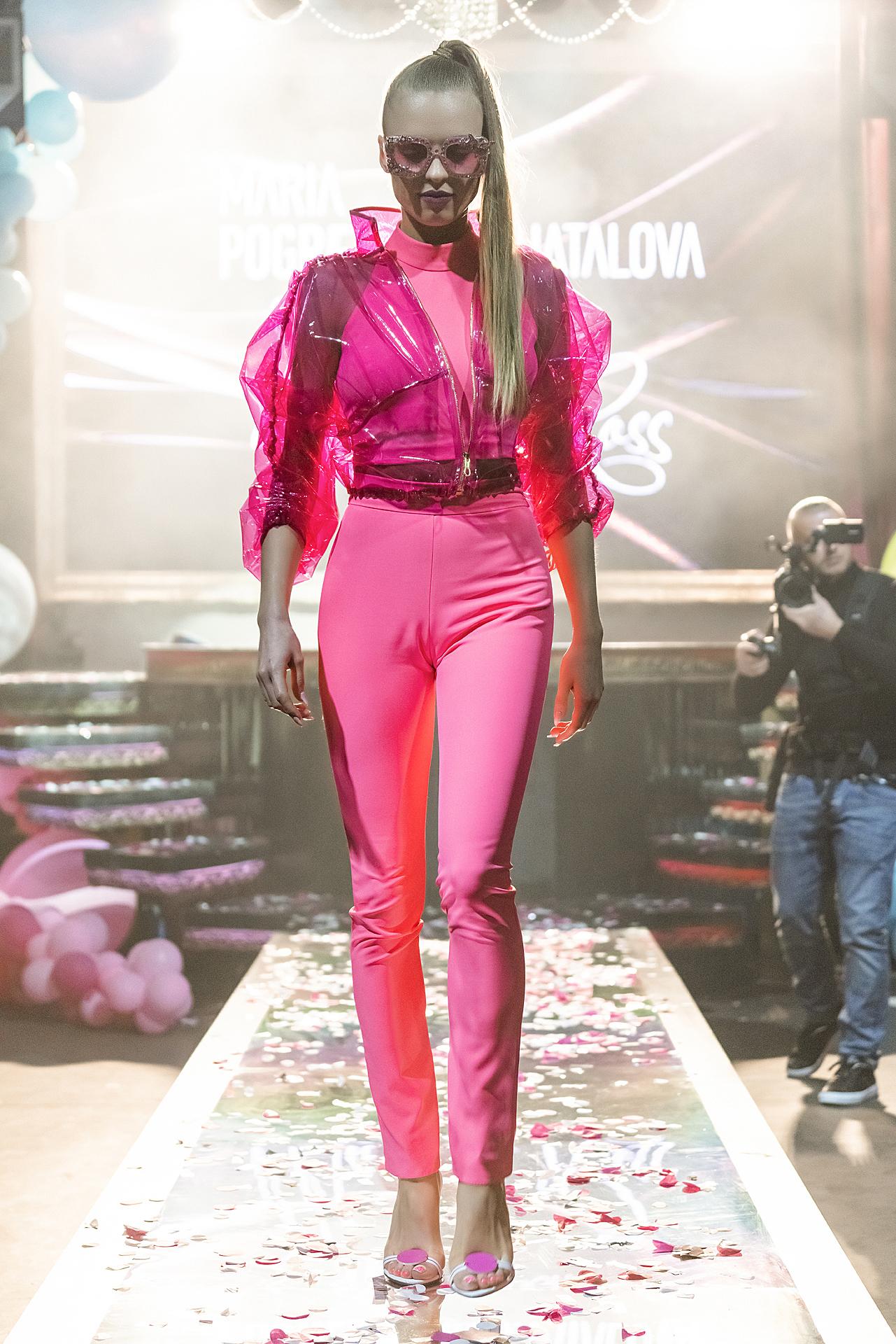 Костюм power-dressing с гипертрофированными объемами (брюки)