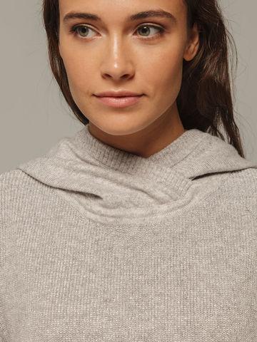 Женский серый джемпер с капюшоном из шерсти и кашемира - фото 4