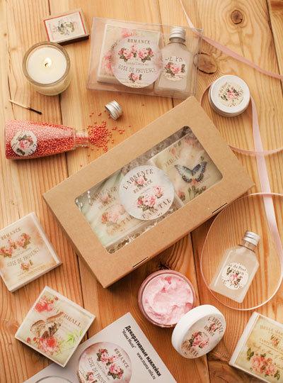 Наклейки на упаковку круглые Винтажные розы