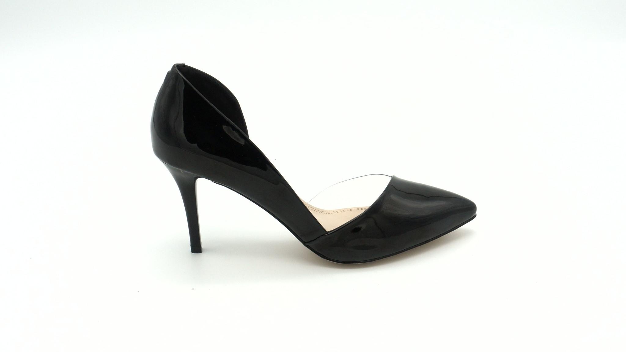 Лакированные классические туфли черного цвета