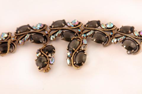 Изысканный браслет и клипсы от Schiaparelli