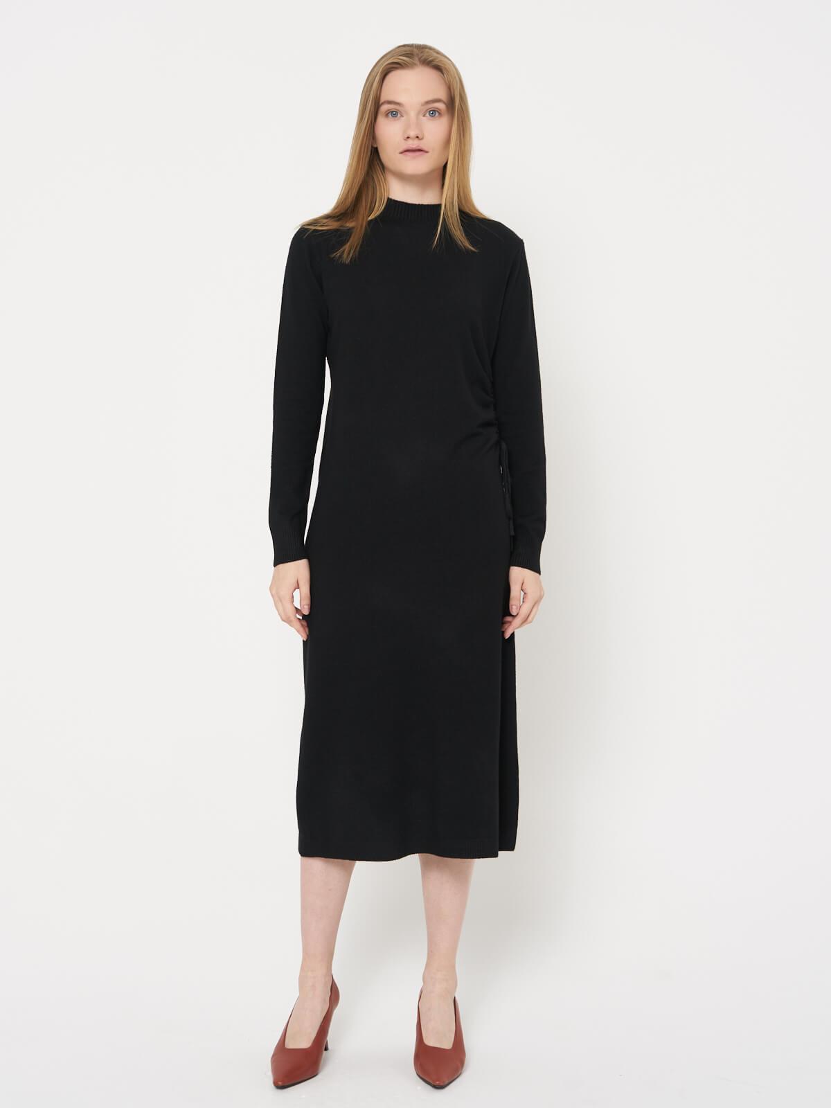 Платье трикотажное с затяжкой