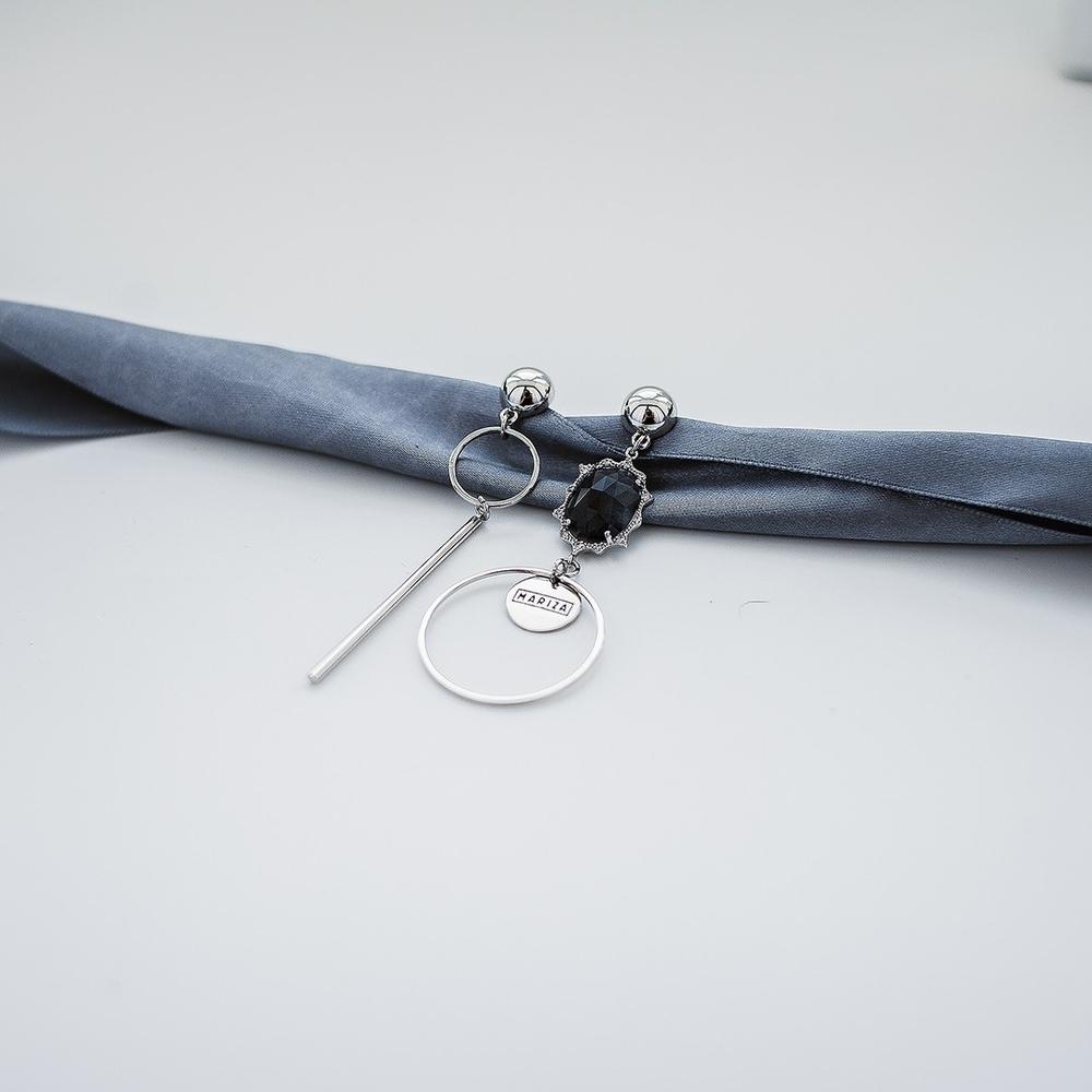 Асимметричные серьги с серым кристаллом и фианитами (палочка)  оптом и в розницу