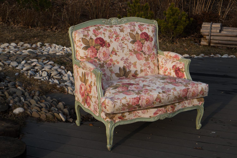 Кресло с розами