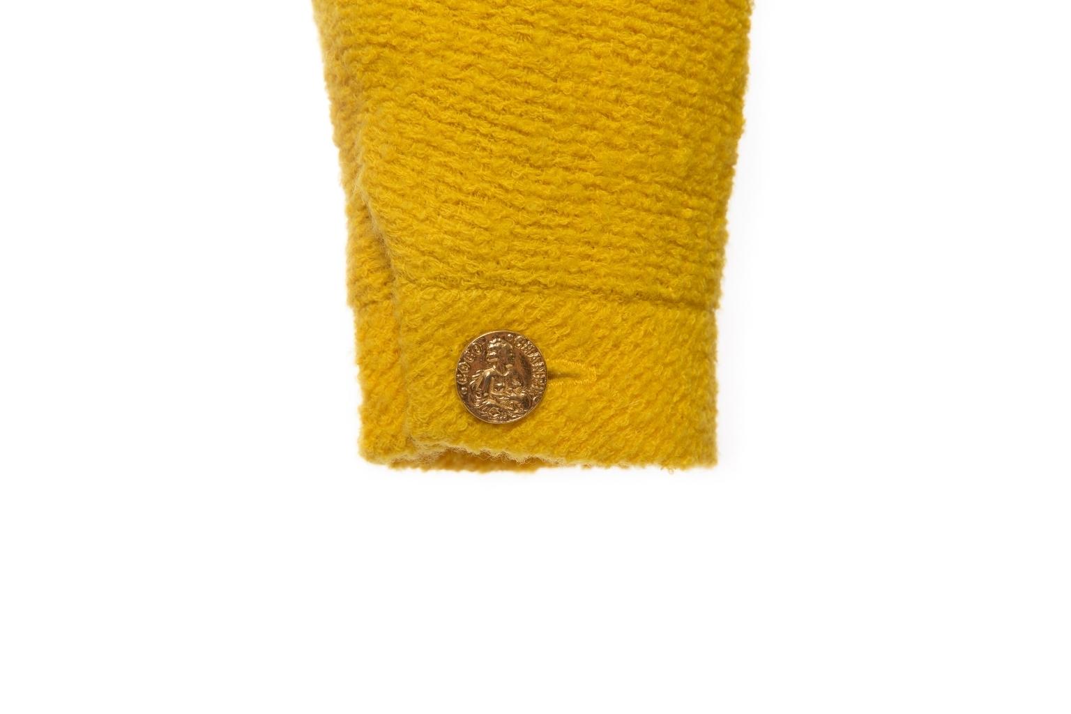Эффектный укороченный жакет насыщенного желтого цвета от Chanel, 36 размер.
