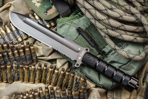 Нож выживания Survivalist Z AUS-8 Gray Titanium Serrated