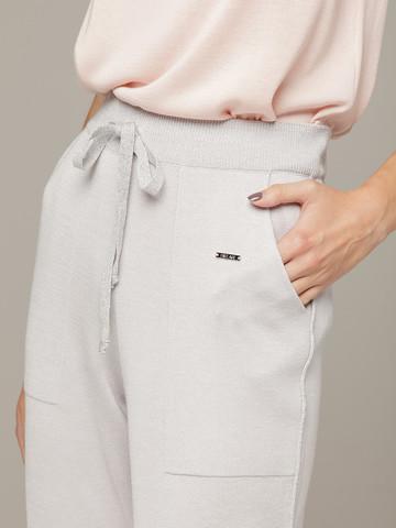 Светло-серые брюки из шёлка и кашемира спортивного силуэта - фото 3