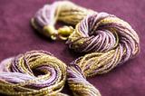 Комплект из бисера золотисто-фиолетовый 24 нити