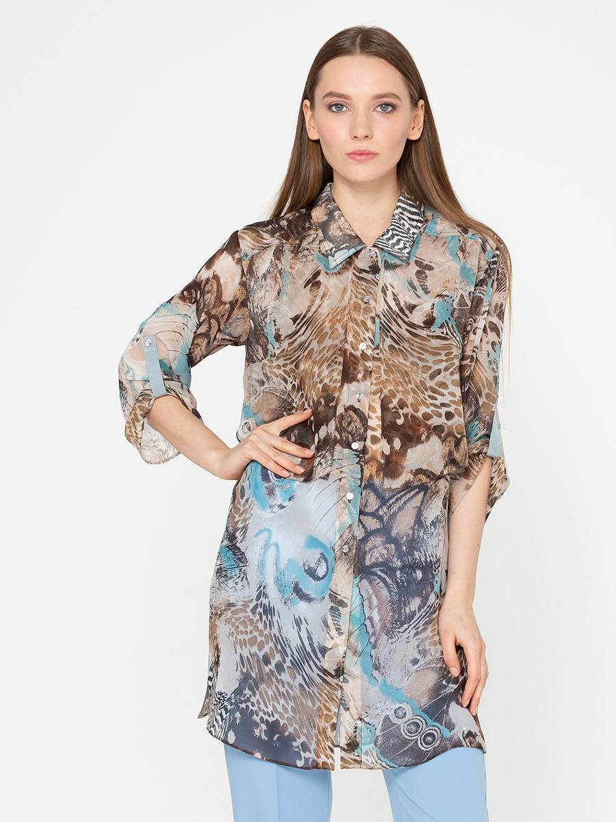 Блуза Г571-174 - Удлиненная блуза свободного кроя – универсальный предмет женского гардероба. Идеально подойдет для повседневной жизни за счёт практичности и комфорта.Элегантный принт с мягкими завораживающими переливами нейтральных бежево-коричневых и голубых оттенков. Удачный вариант для девушек, ценящих простоту и стиль. Одинаково превосходно сочетается с узкими брюками, леггинсами и джинсами.За счёт гибкой функциональности блузки  – вы можете подбирать различные сеты на все случаи жизни.Плотное шифоновое волокно обеспечивает сохранность формы. Белье не будет просвечивать благодаря отлетным элементам на груди. Особенно привлекает приятная на ощупь мягкость  блузы за счёт вискозы в составе ткани. Шифон мгновенно высыхает и не требует глажки. Блуза подарит вам тепло в осенне-зимний период.