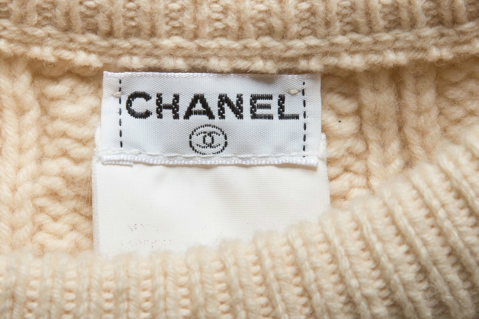 Красивый шерстяной свитер цвета слоновой кости с косами от Chanel, размер S