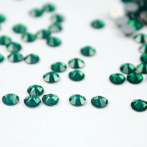 2088 Стразы Сваровски холодной фиксации Emerald ss 12 (3,0-3,2 мм), 10 штук