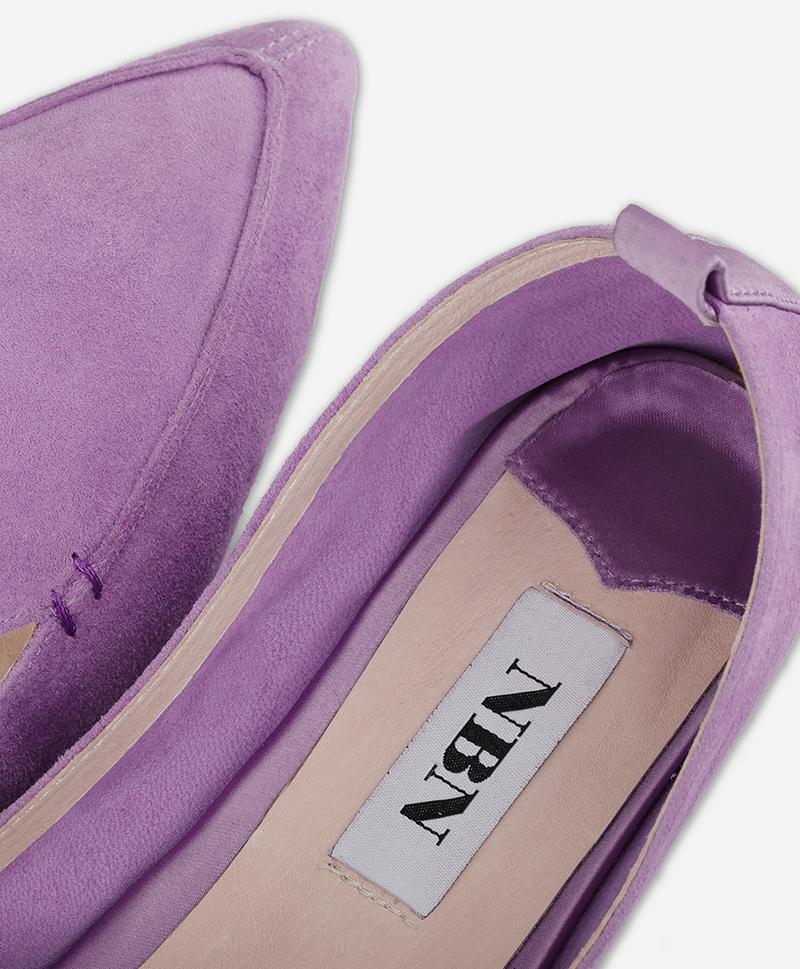 Лиловые туфли на каблуке
